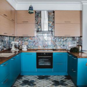 Проект недели: Кухня-гостиная с настроением отпуска