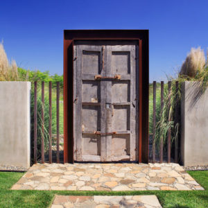 Ах, вы двери, мои двери, двери старые мои…