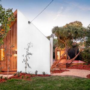 Австралия: Компактный пляжный домик для большой семьи