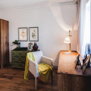 Проект недели: Кабинет в колониальном стиле с тиком и папоротником