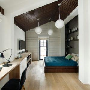 Проект недели: Спальня в мансарде с прозрачной гардеробной