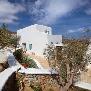 Греция: Белая уединенная вилла в кикладском стиле