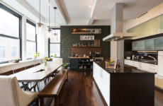 США: Квартира для холостяка, вдохновленная кофе и путешествиями