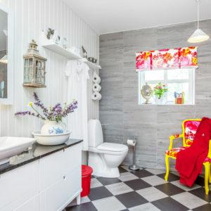 С миру по идее: Как бюджетно украсить ванную комнату
