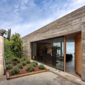 Испания: Дом как бетонная скала, что выросла у Средиземного моря