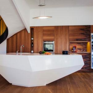 Кухня недели: Футуристический остров из композитных материалов