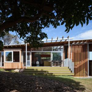 Новая Зеландия: Пляжный коттедж необычной конструкции