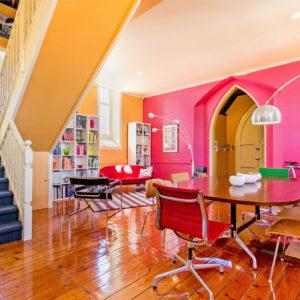 Австралия: Буйство красок в здании бывшей церкви