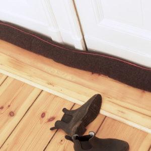 DIY: Делаем дверной валик — защиту от сквозняка
