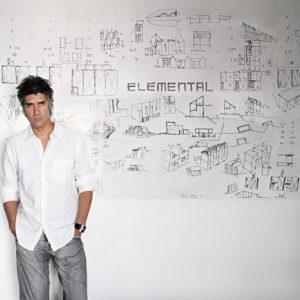 Лауреат Притцкеровской премии: Чилийский архитектор Алехандро Аравена