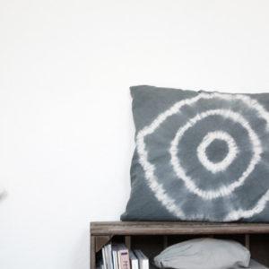 DIY: Подушки диванные в технике батик