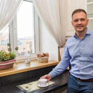 В гостях: Квартира в центре Питера с кирпичной кладкой и барокко