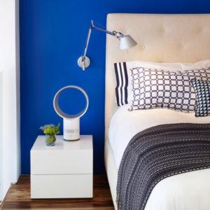 Цвета: Синий Ива Кляйна в оформлении интерьера