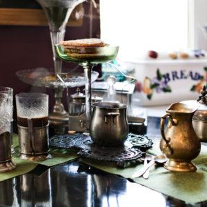 С серебряной ложкой: Как наслаждаться старинной посудой дольше