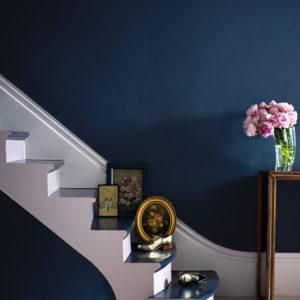 Цвет: Глубокий синий — новый черный или как сделать гостиную элегантнее