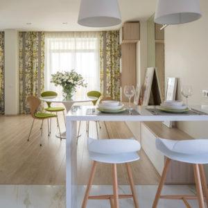 Как объединить две квартиры и наполнить их летом