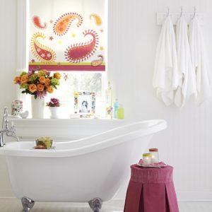 Шторы для ванной: Как оформить маленькое и большое окно
