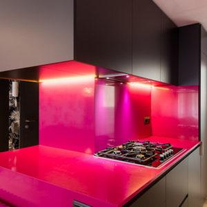 Кухня недели: Модулируемое пространство в ярких цветах