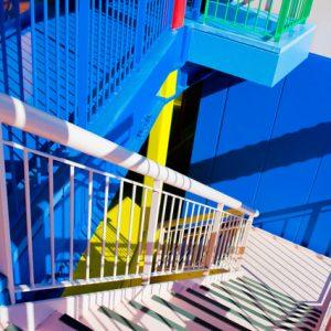 Япония: Яркие апартаменты, которые продлевают жизнь