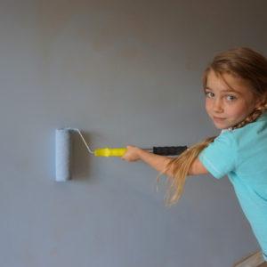 Личный опыт: Как покрасить стену, если у вас четверо детей и одна кошка