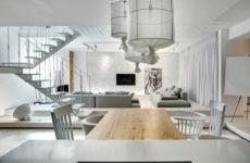 Украина: Двухэтажная квартира с белым кирпичом и галькой