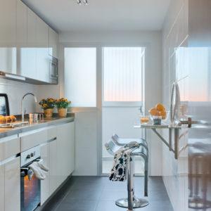 С миру по идее: Как организовать крошечную обеденную зону на кухне