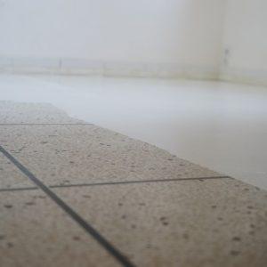 Своими рукам: Как покрасить кафельную плитку на полу в белый цвет