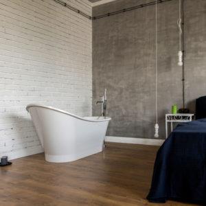 Студия в стиле лофт с открытой ванной