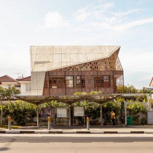 Сингапур: Бунгало с резным фасадом — ширмой