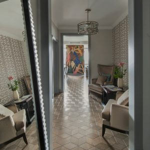 Квартира с анфиладой и панно по картине Гордона Конвея