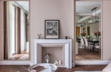Современная классика с зеркалами и открытым балконом