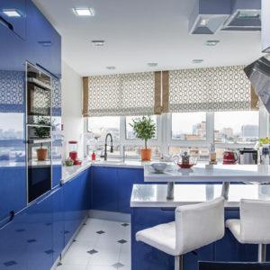 Квартира c яркой кухней и мебелью из Китая