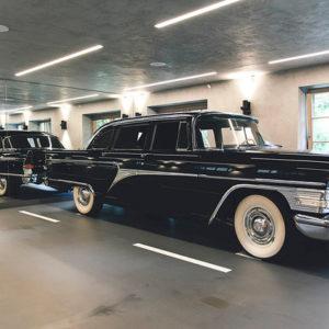 Дом-гараж для коллекционера раритетных машин