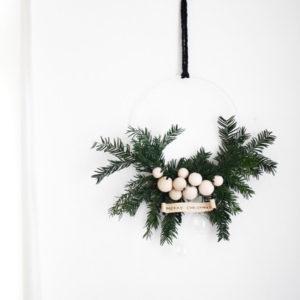 Своими руками: Новогодний венок на дверь за 30 минут