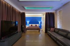 Квартира в центре мегаполиса в оттенках синего