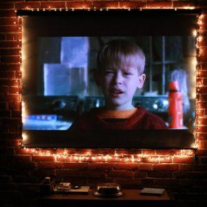 Одни дома: Идеи праздничного декора из 4-х любимых кинолент