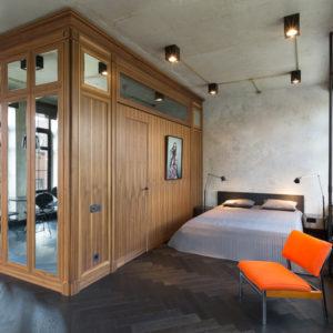 Лофт с окнами в пол и французскими балконами