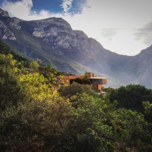 Мексика: Современный дом, затерянный среди гор