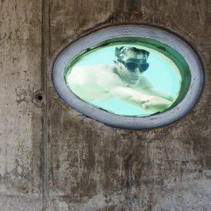 Испания: Дом с овальными окнами и бассейном