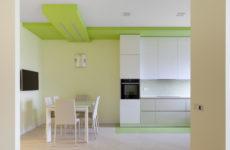 Минимализм с разноцветными деталями в каждой комнате
