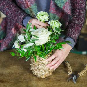 Своими руками: Делаем вазу из ананаса