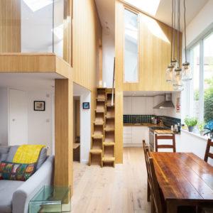 Британия: Квартира-студия в Лондоне с мезонином для сна
