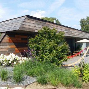 Австрия: Деревянный дом с «зеленой» крышей под Веной