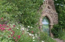 Выставка в Челси: Сад с руиной аббатства