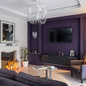 Квартира с фиолетовой стеной в Калининграде