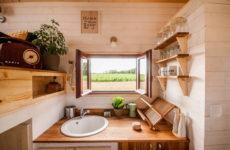 Архитектура: Дом на колесах — 20 кв. м для пары веганов