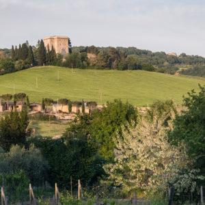 Италия: Средневековая башня в Умбрии