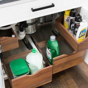 Как правильно: Организовать хранение под мойкой на кухне