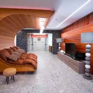 Проект недели: Гостевой дом с диваном-волной