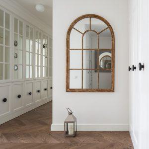 Интерьер с тверскими изразцами и окном-обманкой